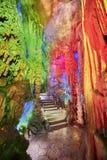 Escadas de pedra em Reed Flute Cave em Guilin, China Imagem de Stock