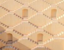 Escadas de vários andares de uma etapa-bem em Jaipur, Índia foto de stock royalty free