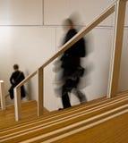 Escadas descendentes Fotos de Stock Royalty Free