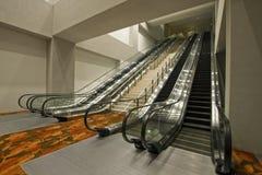 Escadas do centro de convenção e escadas rolantes 2 Imagem de Stock Royalty Free