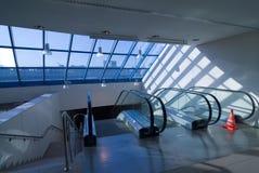 Escadas do elevador imagens de stock