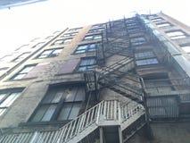 Escadas do escape de fogo imagens de stock royalty free