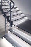 Escadas do projeto moderno com luzes Fotos de Stock Royalty Free