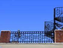Escadas e baluster do ferro feito foto de stock
