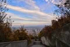 Escadas e cidade de Shumen Fotografia de Stock