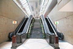 Escadas e escadas rolantes Imagem de Stock Royalty Free