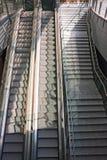 Escadas e escadas rolantes em Milão Foto de Stock Royalty Free