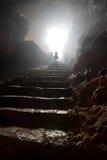 Escadas em uma caverna fotos de stock
