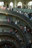 Escadas espirais nos museus do Vaticano foto de stock