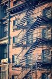 Escadas exteriores do escape de fogo do metal, New York City Fotografia de Stock