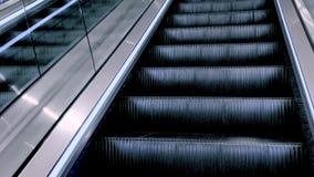 Escadas modernas da escada rolante video estoque