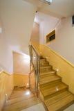 Escadas no apartamento luxuoso Fotos de Stock Royalty Free