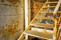 Escadas oxidadas velhas Fotografia de Stock Royalty Free