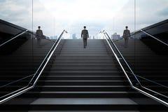 Escadas pretas com homem de negócios Foto de Stock