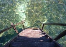 Escadas que conduzem ao mar fotografia de stock