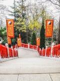 Escadas que penduram completamente com o vermelho que deseja cartões Foto de Stock Royalty Free