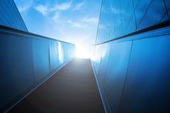 Escadas rolantes ao céu azul Fotografia de Stock Royalty Free