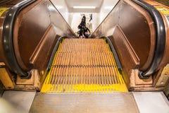 Escadas rolantes de madeira do vintage no armazém principal Imagens de Stock Royalty Free