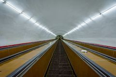 Escadas rolantes longas ao metro de Yerevan Fotografia de Stock