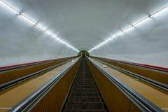 Escadas rolantes longas ao metro de Yerevan Fotografia de Stock Royalty Free