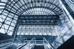 Escadas rolantes modernas na estação Imagens de Stock Royalty Free