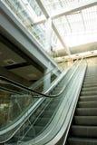 Escadas rolantes na alameda de compra Fotografia de Stock Royalty Free