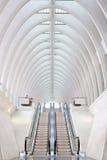 Escadas rolantes na estação de comboio fotos de stock royalty free