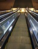 Escadas rolantes no aeroporto do porto do céu Fotografia de Stock