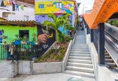 Escadas rolantes no distrito treze de Medellin famoso para o m imagens de stock royalty free