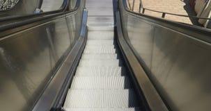 Escadas rolantes que vão para baixo vídeos de arquivo