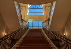 Escadas a uma janela grande, palácio de Ceasars, Las Vegas, Nevada, EUA, em outubro de 2018 fotos de stock