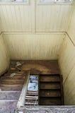 Escadas velhas danificadas Fotografia de Stock Royalty Free