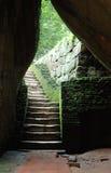 Escadas velhas a desabar imagens de stock royalty free