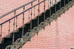 Escadas velhas do ferro foto de stock