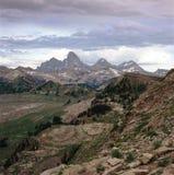 A escala da catedral e a região selvagem de Jedediah, da cimeira da montanha do ` s de Fred, Wyoming fotos de stock