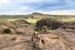 Escala das montanhas de pedra em do sul de Mongólia fotografia de stock