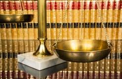 Escala de justiça com livros de lei Fotografia de Stock Royalty Free