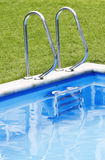 Escala de la piscina Fotos de archivo libres de regalías