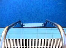 Escala de la piscina Foto de archivo libre de regalías