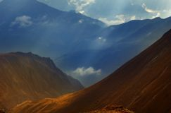 Escala de montanha alpina fotos de stock