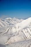Escala de montanha da neve imagens de stock royalty free