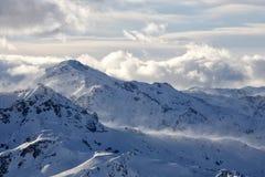 Escala de montanha no inverno Imagem de Stock