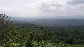 Escala de montanhas em Sri Lanka imagem de stock