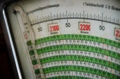 Escala de peso velha e suja fotos de stock royalty free