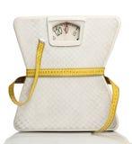Escala del peso con una cinta métrica Foto de archivo libre de regalías