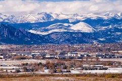 Escala dianteira de Montanhas Rochosas no inverno Fotografia de Stock