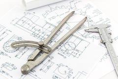 Escala do ferramenta dos divisores da engenharia e a vernier fotos de stock