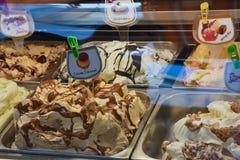 Escala do gelado no café italiano foto de stock