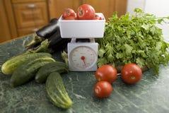 Escala e vegetais da cozinha Imagens de Stock Royalty Free
