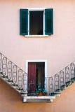 Escala en una fachada de un edificio Fotos de archivo libres de regalías